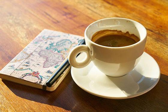 عکس قهوه و کتاب