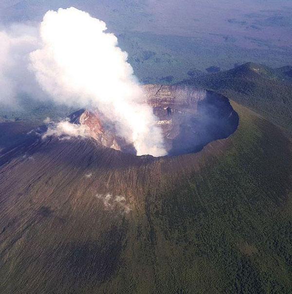 آتشفشان کوه نیراگونگو
