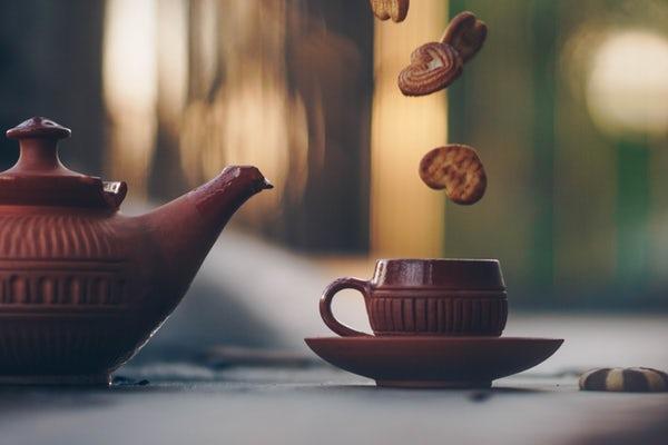 عکس نوشیدن چای عاشقانه