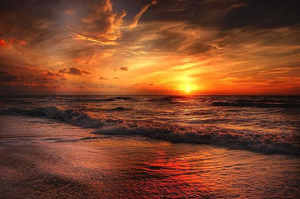 عکس غروب خورشید لب ساحل