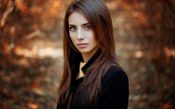 عکس دختر زیبا با چشمان آبی