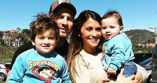 لیونل مسی و همسر و پسرانش