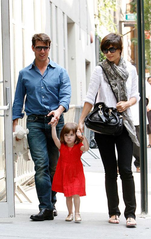 تام کروز و کتی هولمز و دخترش سوری