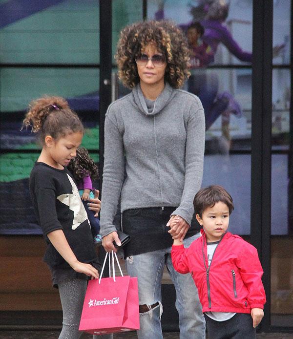 هالی بری و دختر و پسرش