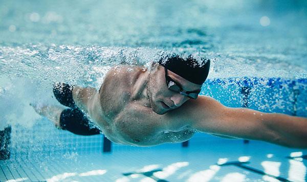 فواید شنا برای لاغری و سلامتی