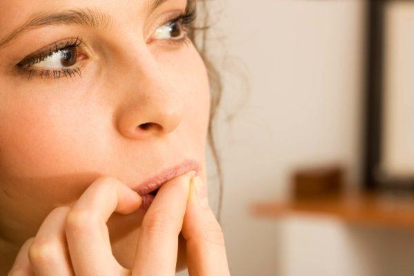 عوارض و مضرات ناخن جویدن