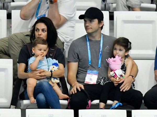 میلا کونیس و فرزندانش