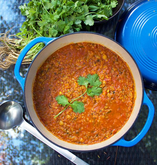 طرز تهیه سوپ عدس با اسفناج و جعفری و گوجه فرنگی