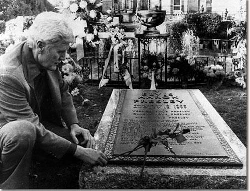 سنگ قبر الویس پریسلی