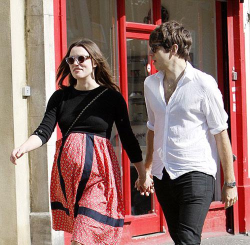 کایرا نایتلی حامله و شوهرش جیمز رایتون