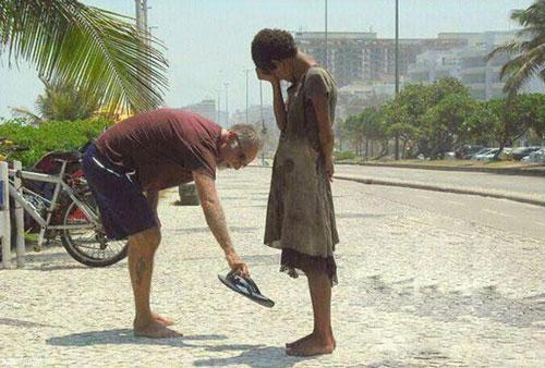 چگونه می توانیم به دیگران کمک کنیم؟