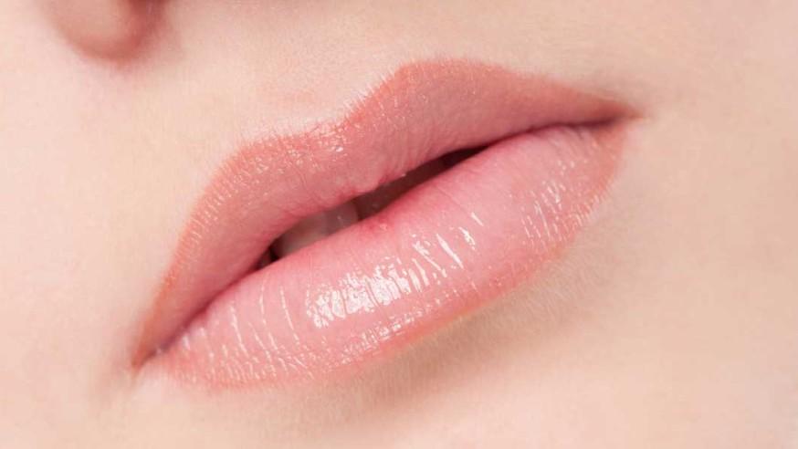 روش های طبیعی برای صورتی نگه داشتن لب ها