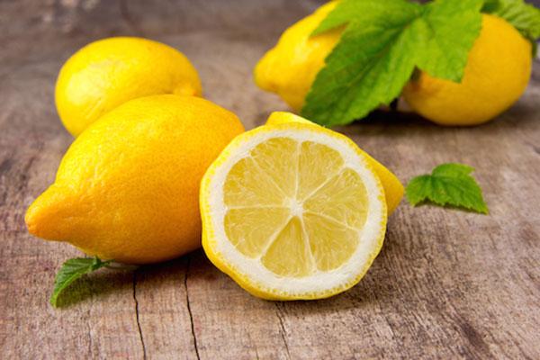 درمان جای جوش با آب لیمو