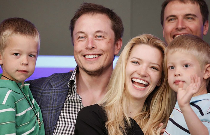 ایلان ماسک در کنار همسر و فرزنداناش
