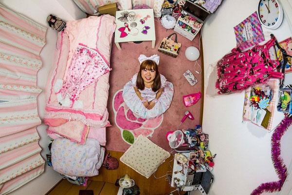 اتاق خواب دختر ژاپنی، 25 ساله