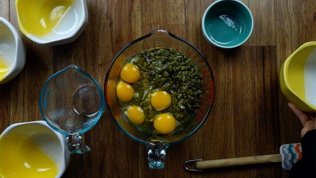 طرز تهیه نان تخمه و آجیل خوشمزه و مجلسی نوروز 96