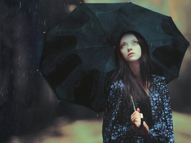 دانلود عکس دختر عاشق غمگین و تنها در زیر باران