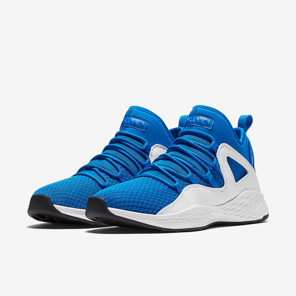 کفش بسکتبال آبی