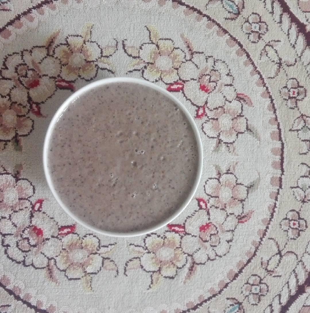 طرز تهیه اسموتی موز , گردو و شیر بادام
