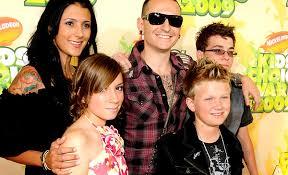 چستر بنینگتون و همسر و فرزندانش