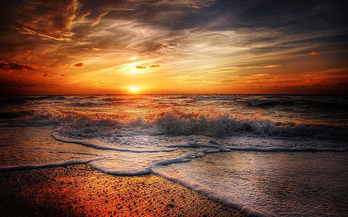 غروب زیبای خورشید در سواحل دانمارک