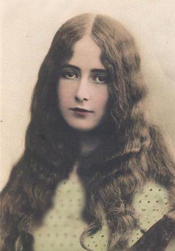 رعنا، اولین ملکه زیبایی ایران
