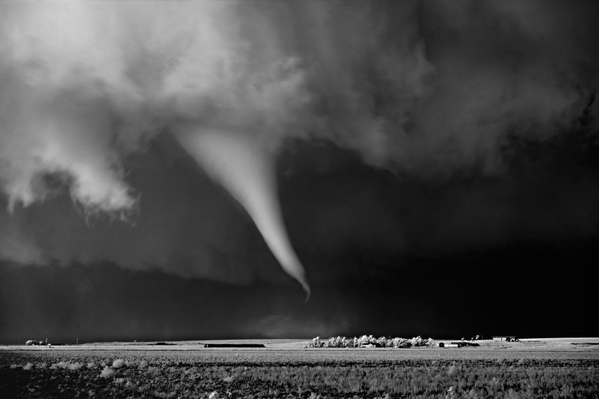 گردباد بالا مزرعه - سیراکیوز، کانزاس