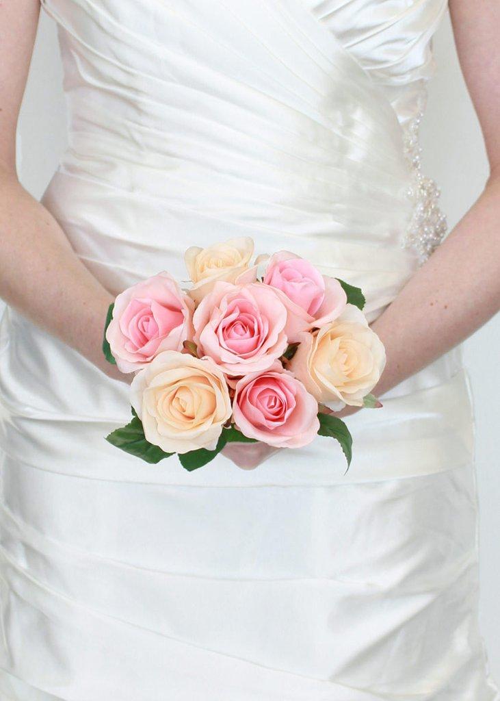 عکس دسته گل عروس سفید صورتی