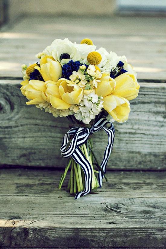 دسته گل عروس لاله زرد