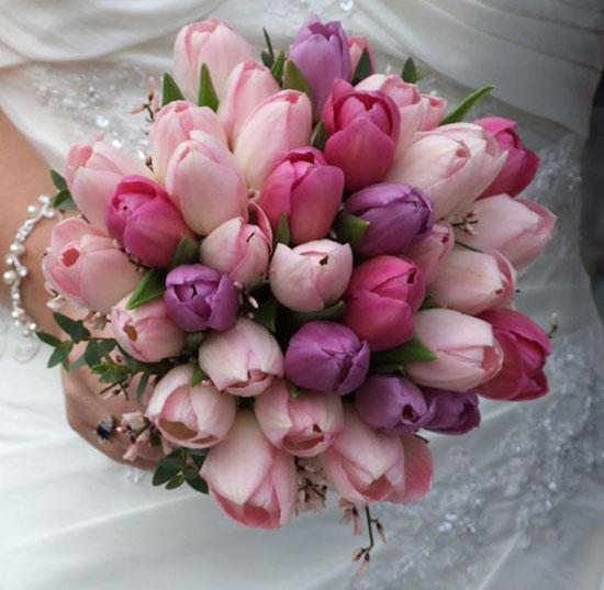 دسته گل عروس لاله قرمز و بنفش