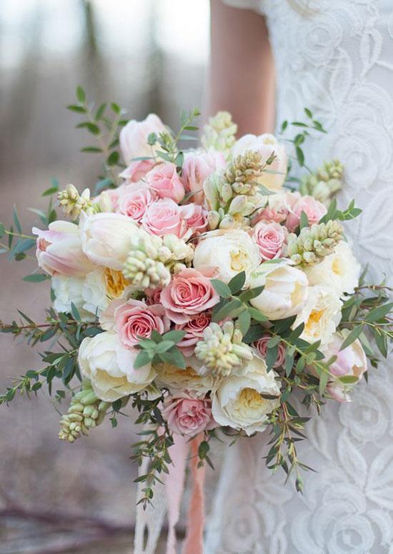 دسته گل عروس با گل های لاله و رز
