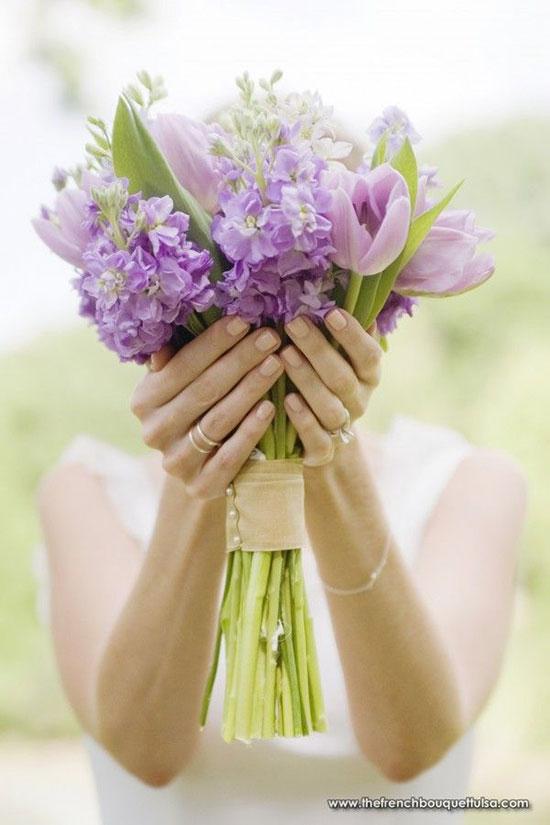 دسته گل عروس با گل لالهدسته گل عروس با گل لاله