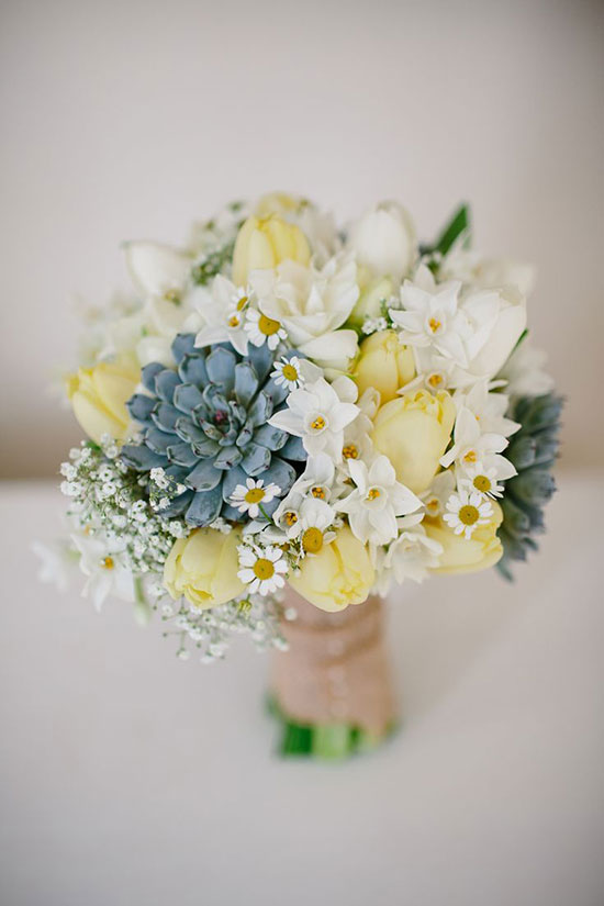 دسته گل عروس با گل لاله