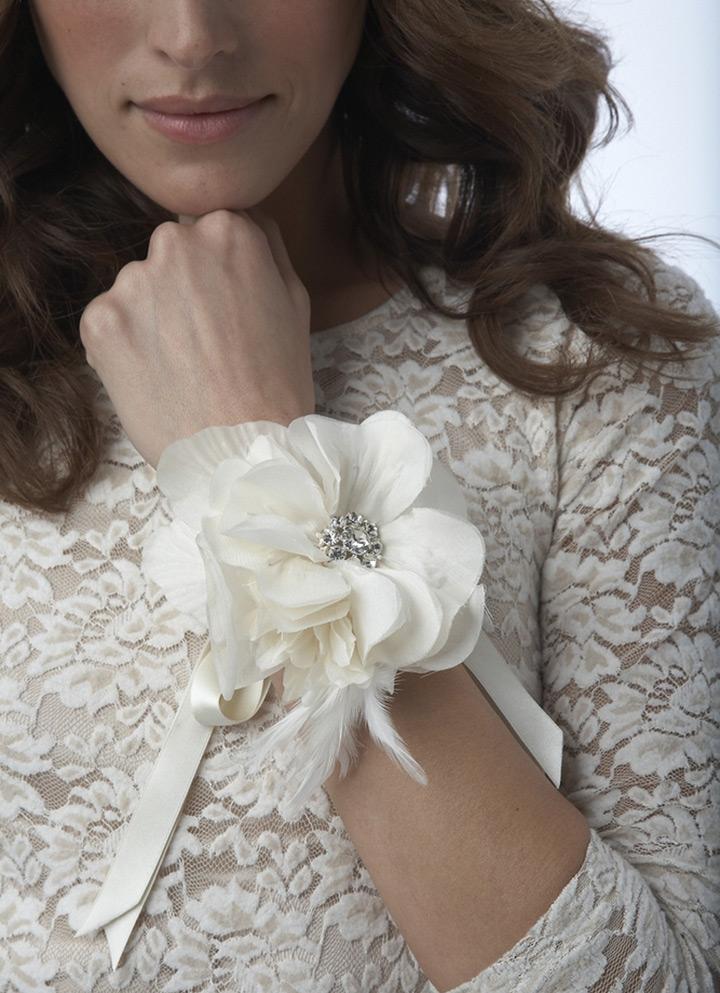 عکس دسته گل دور مچ عروس سفید