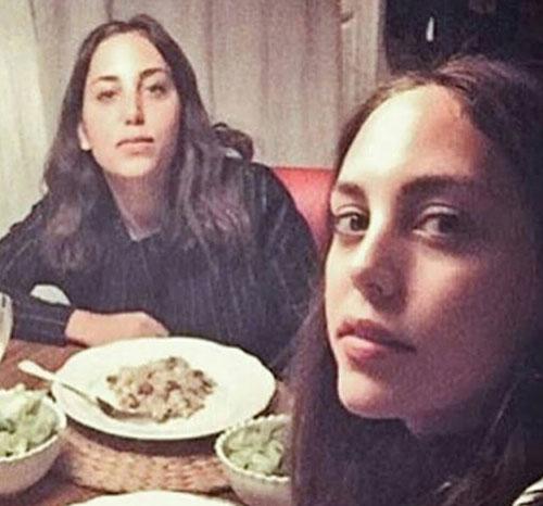 ایکو کارایال و خواهر دوقلویش ازگی