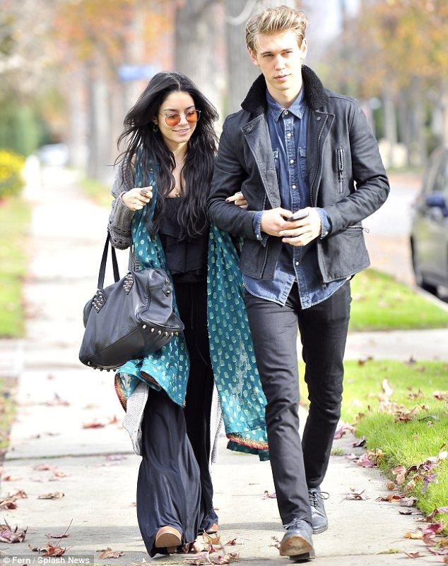 ونسا هاجنز و نامزدش آستین باتلر