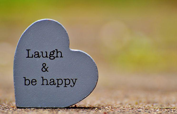 عکس نوشته شاد بودن و خندیدن