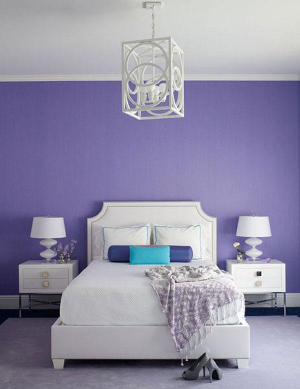 دیزاین اتاق خواب با دیوار بنفش رنگ