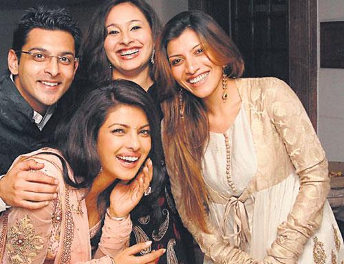 پریانکا چوپرا و خانواده اش
