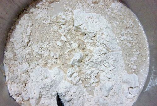 طرز تهیه سمنو : اضافه کردن آرد گندم