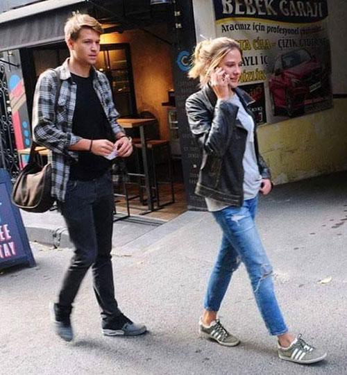 الینا بوز و نامزدش