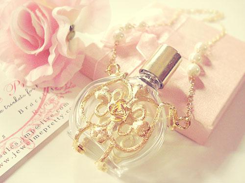 هدیه روز زن به همسر : عطر و ادکلن زنانه