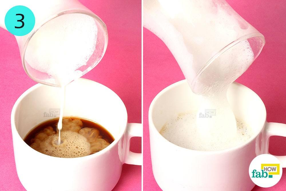 طرز تهیه کاپوچینو : اضافه کردن شیر و کف به فنجان قهوه