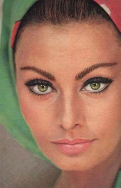 رنگ چشم سوفیل لورن هنرپیشه جذاب ایتالیایی