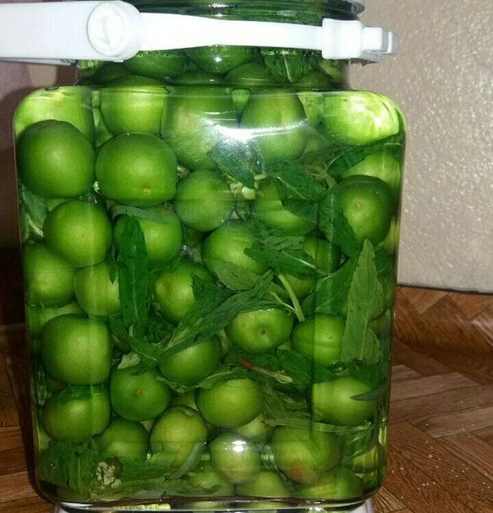 عکس ترشی گوجه سبز