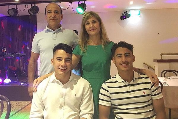 دنیل ارزانی و خانواده اش
