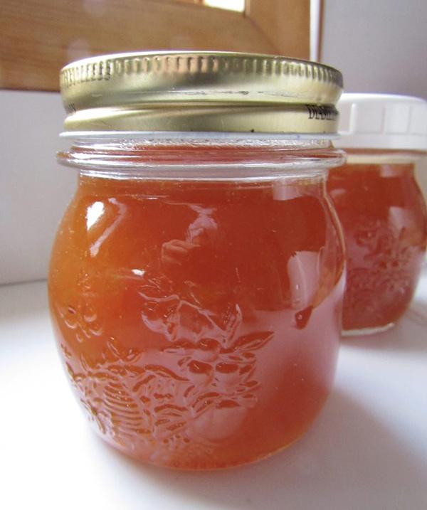 طرز تهیه مربا کامکوات : مربا را در ظرف شیشه ای تمیز بریزید و در یخچال نگهداری کنید