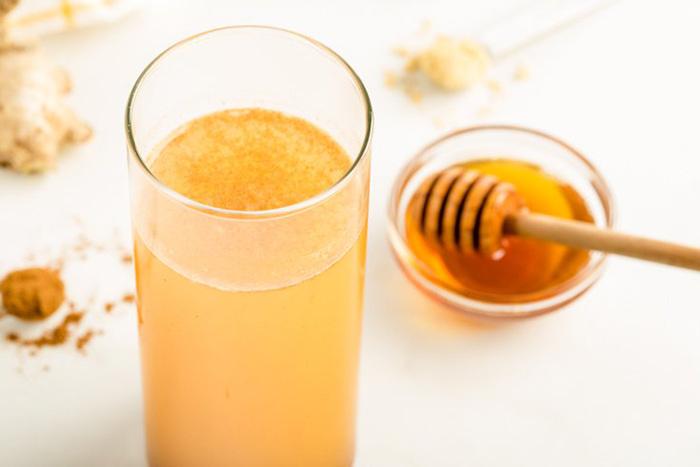 نوشیدنی سم زدا : عسل طبیعی را اضافه کنید