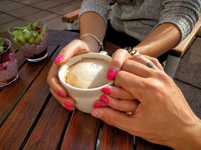 عکس میز صبحانه رمانتیک دونفره