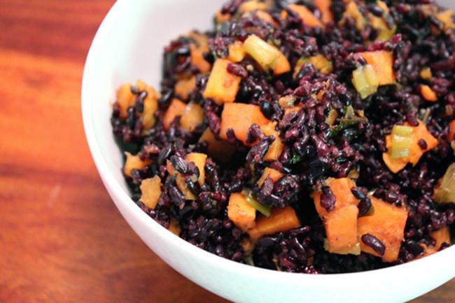 طرز تهیه برنج سیاه با سبزیجات